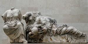 """Fig 16 Fidia """"Afrodite, Dione, Hestia"""" Fregio del Partenone, 430 a.C."""
